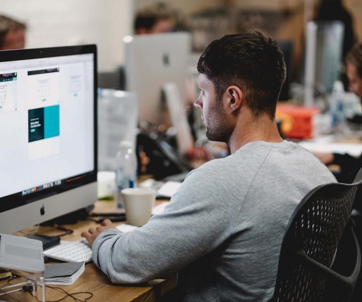 I possibili trend del 2019 sul fronte del web design, dalla riconferma delle progettazioni flat all'impiego massiccio dei chatbot.